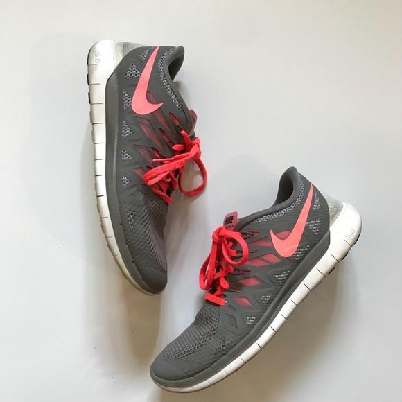 f8cf47ecf5ee Nike Free 5.0 Womens Running Shoes Gray pink 9.5. M 5b7dc7ec1070eedc1af27cf4